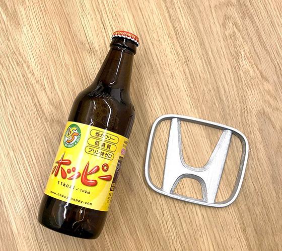 ホンダのロゴをそのまま生かした栓抜き。ご本人のイチオシだ(Photo:大村卓)