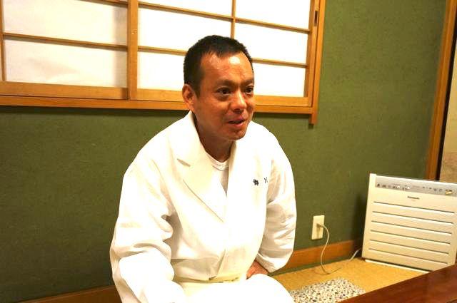 今回、邪道寿司を食べてくれる店主の池野さん。