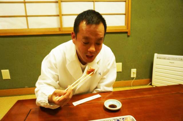 いよいよ寿司職人に寿司を食べてもらうという緊張の瞬間……