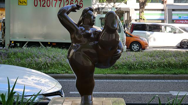 この裸婦なんかすごいぞ。めちゃくちゃ丸っこいがなんかいいぞ