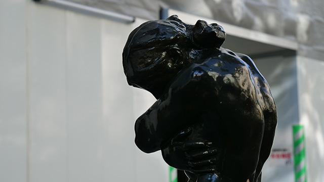 こんなに筋骨たくましい裸婦像はこれまでにない
