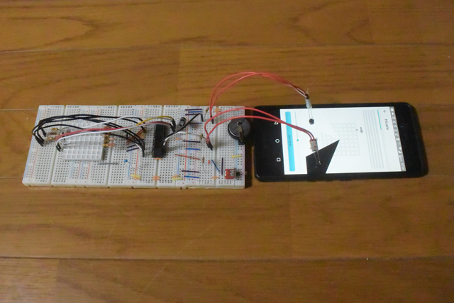 アプリからバッジへデータを送る。左側のごちゃごちゃしているのがバッジのつもり。