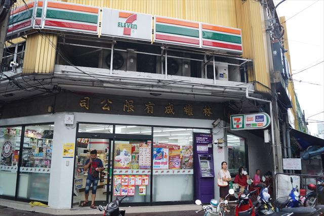 中華街はあちこちに漢字が見られる