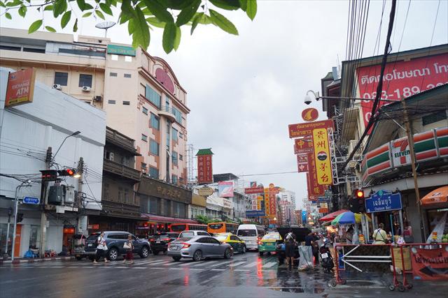 中華街の中心地に出た。
