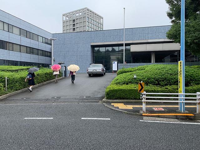早稲田の駅から徒歩で10分ぐらいにある、国立感染症研究所 戸山庁舎。