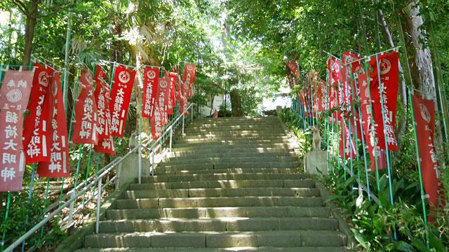 この赤いのぼりも「稲荷神社」のイメージが強い