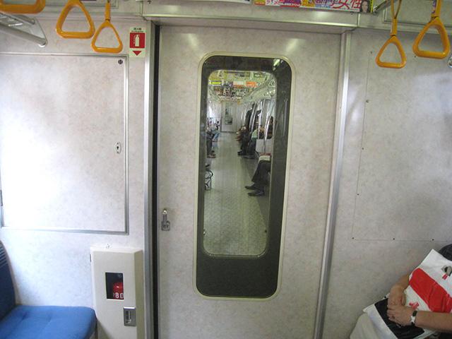 ドアの向こうは別の空間(東京メトロ東西線)