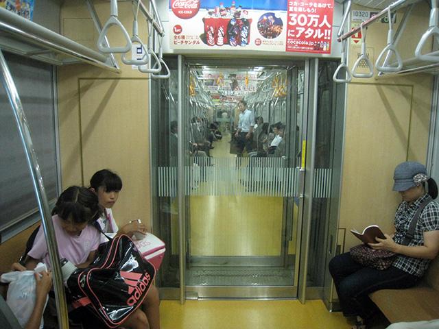 こちらは違った両ドアのパターン(東京メトロ有楽町線)