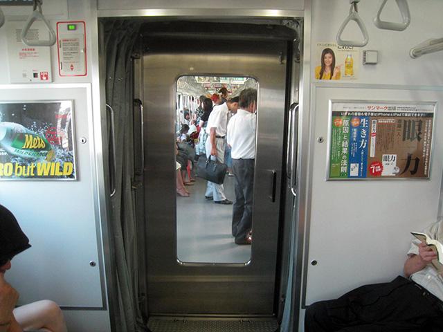 代表的な片ドア(JR山手線)
