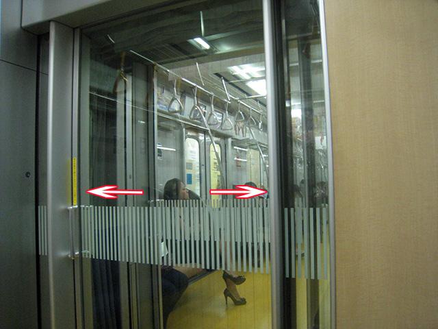 有楽町線は内側からも外側からもつかまれる特殊仕様