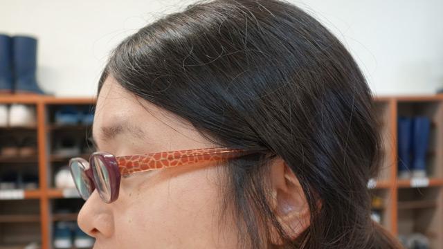 メガネもキリン柄。愛が強い