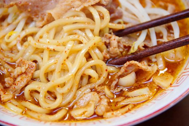 唐辛子のたっぷり入った辛いラーメン、山椒の効いた痺れるラーメン(坦々麺)は存在するが、どちらもカレーラーメンではない。