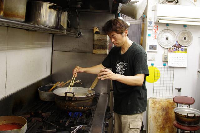 これで失敗したら、月替わりラーメンは味噌煮込みラーメンにしてやる。