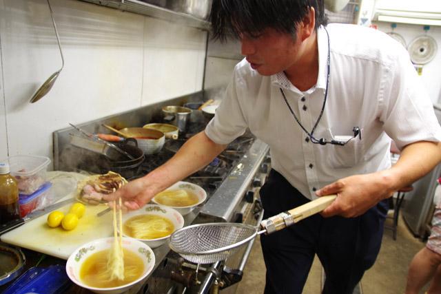 麺茹では後半に登場するマダラさんが担当した。盛り方がプロっぽいぜ。