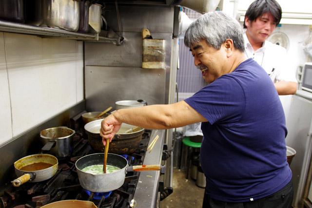 「ミールスを麺料理にしたらどうなるんだろうという実験。カレーというかミールスラーメンだね」と沼尻さん。