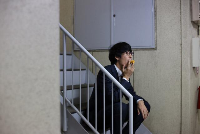 女子社員「わ~!megayaさんが野菜スティック休憩してる!近づいて声かけちゃお!!」