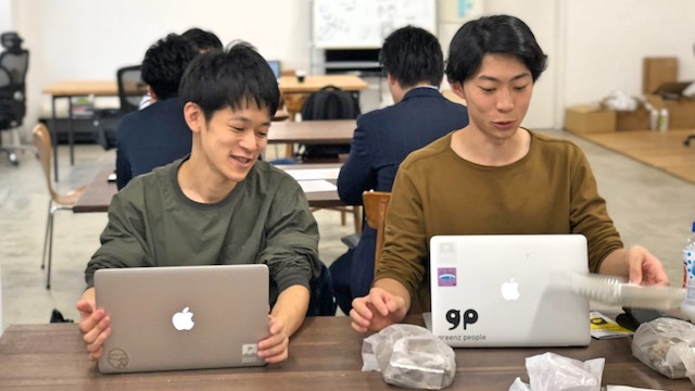竹村さん(左)と中圓尾さん(右)