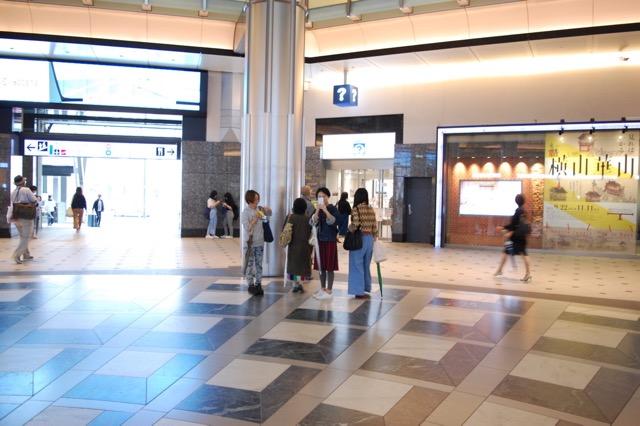 東京駅に、メンバーが集合していた