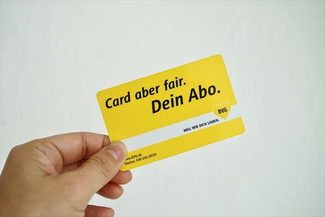 カードタイプの定期券。一定ゾーン内の公共交通すべてに使える