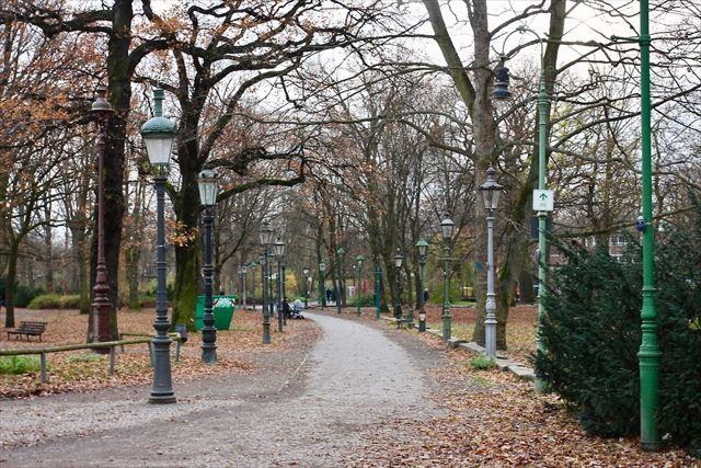 旧西ベルリン・ティアガルテン公園の一角にある「ガス灯野外ミュージアム」に行ってみた。ヨーロッパ各地、各時代の街灯が集まっている。