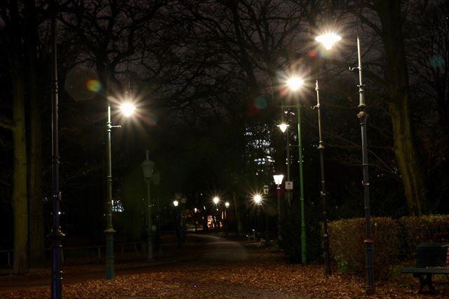 夜になり、ガス灯野外ミュージアムが輝き出す