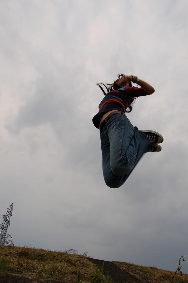 ヘソ出しジャンプ ヘソ出しジャンプ (by トランジスタ) 数年前に友人が撮ってくれた写...