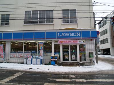 北海道のコンビニは灯油も売っている こちら、北海道は小樽市のローソン。 玄関前に灯油が売られてい