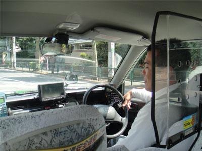 止めたタクシーの運転手が偶然知人、ということもある 乗り込むやいなや、運転手さんに「久しぶり」と
