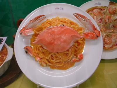 カニがリアルな食品サンプル カニスパゲティの食品サンプルですが、カニがスパゲティ食ってるのかと思