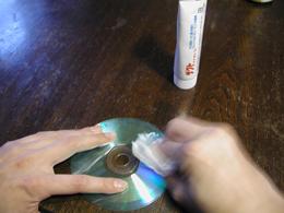 ハミガキ粉でCDの傷が消える