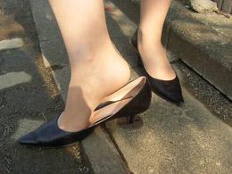 女性の靴が脱げちゃった(;´Д`)ハァハァ 2YouTube動画>68本 ニコニコ動画>1本 ->画像>121枚